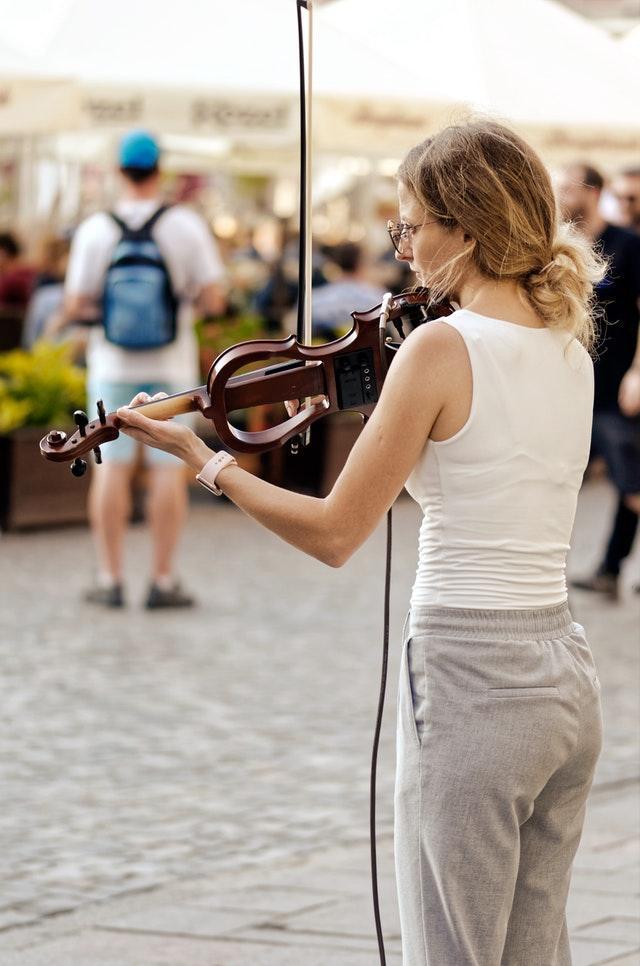 Får du spela gatumusik vart som helst?
